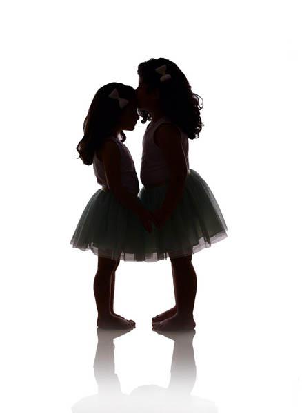 عکس خواهرانه در آتلیه کودک