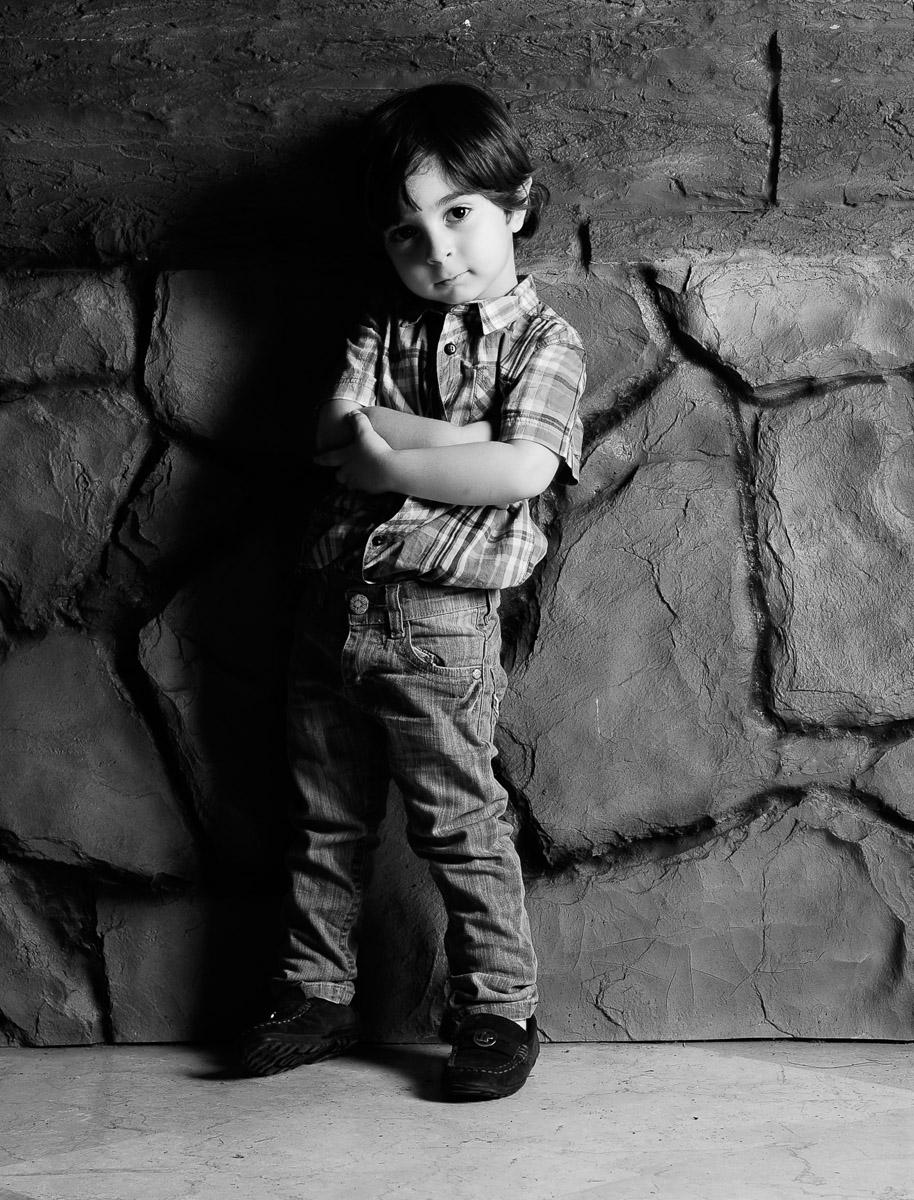 عکس سیاه سفید در آتلیه کودک بن سای