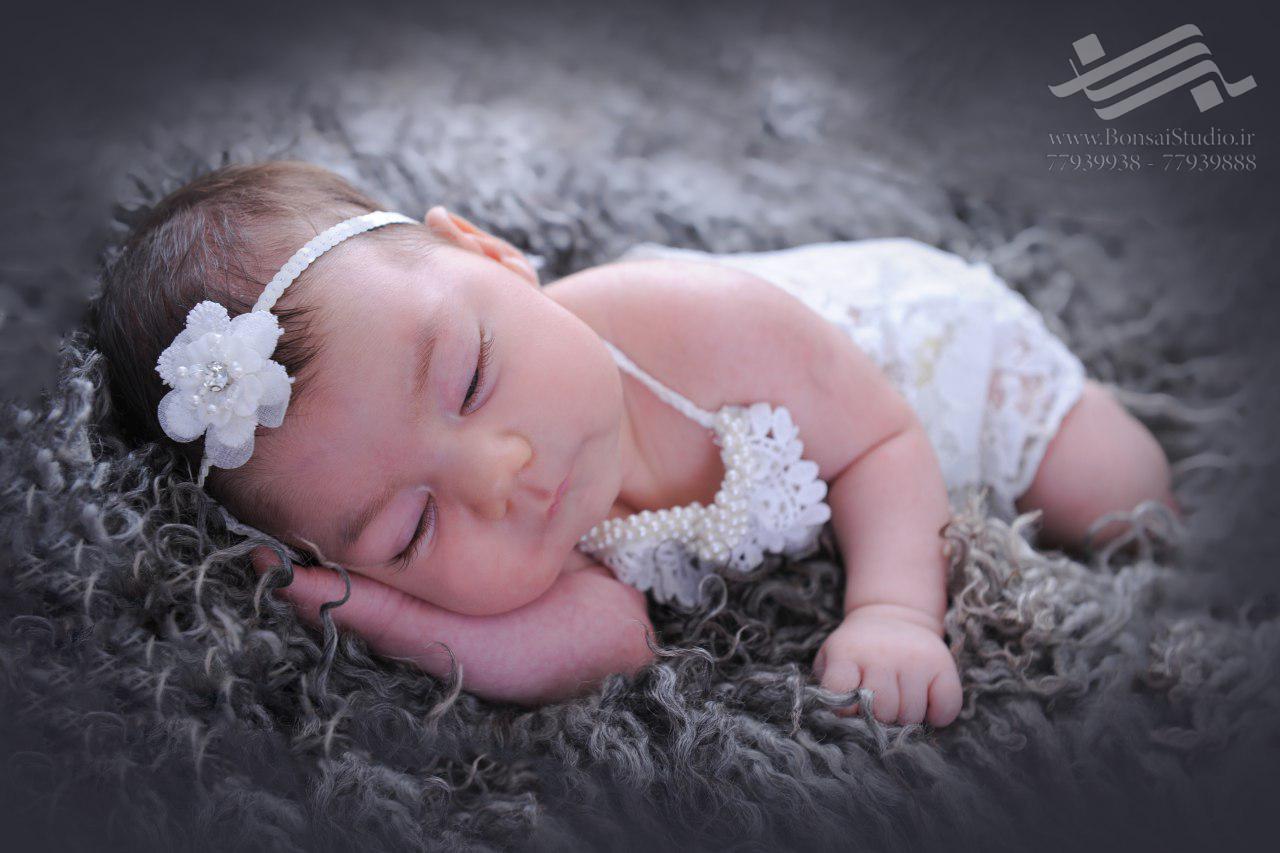 آتلیه نوزاد ( عکاسی ماهگرد نوزاد )
