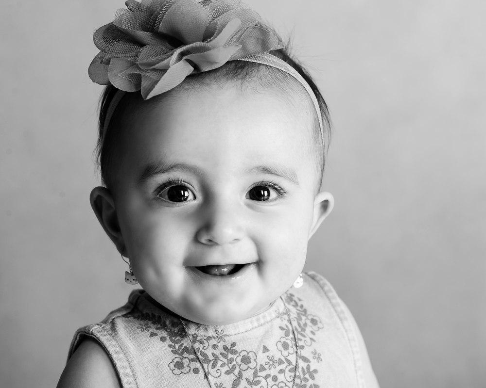 عکاسی کودک سیاه و سفید در آتلیه کودک