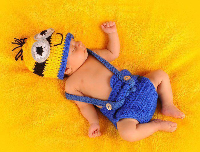 اهمیت انتخاب لباس در عکس نوزاد پسر  در آتلیه کودک