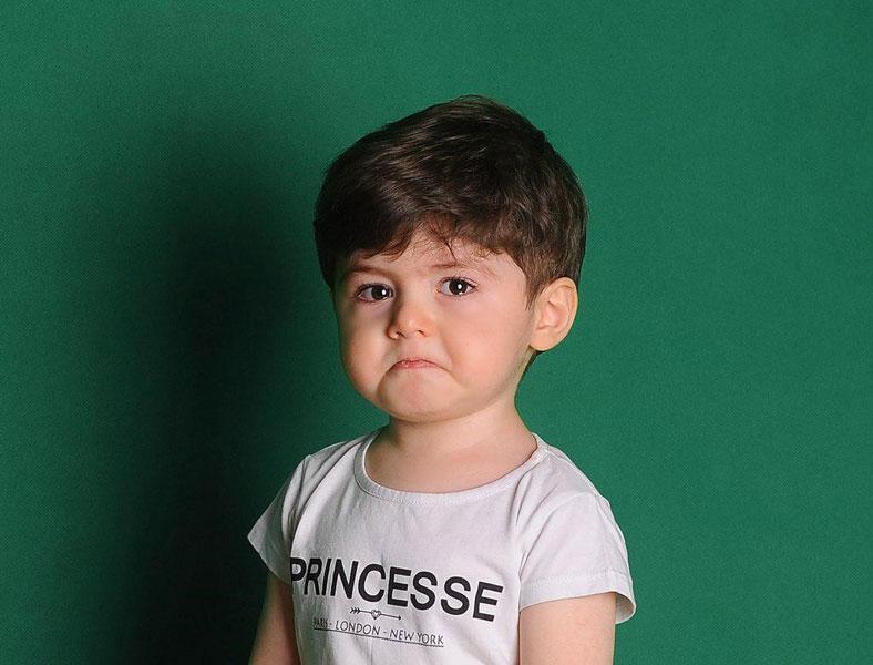 نقش خانواده در عکاسی کودک در آتلیه کودک
