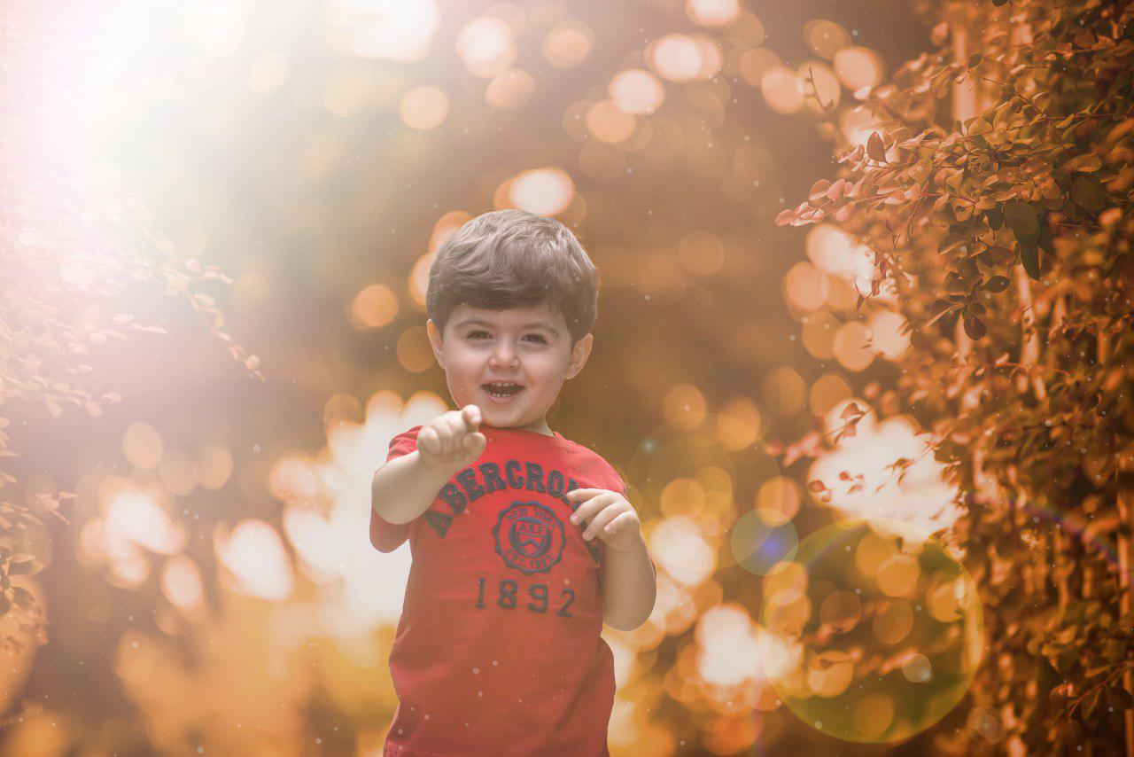 عکاسی کودک در زیر نور خورشید