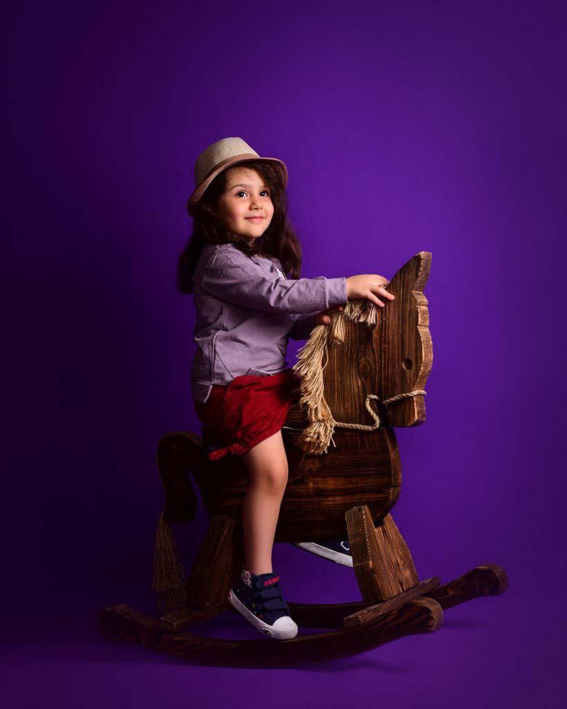 عکاسی کودک با نور ثابت